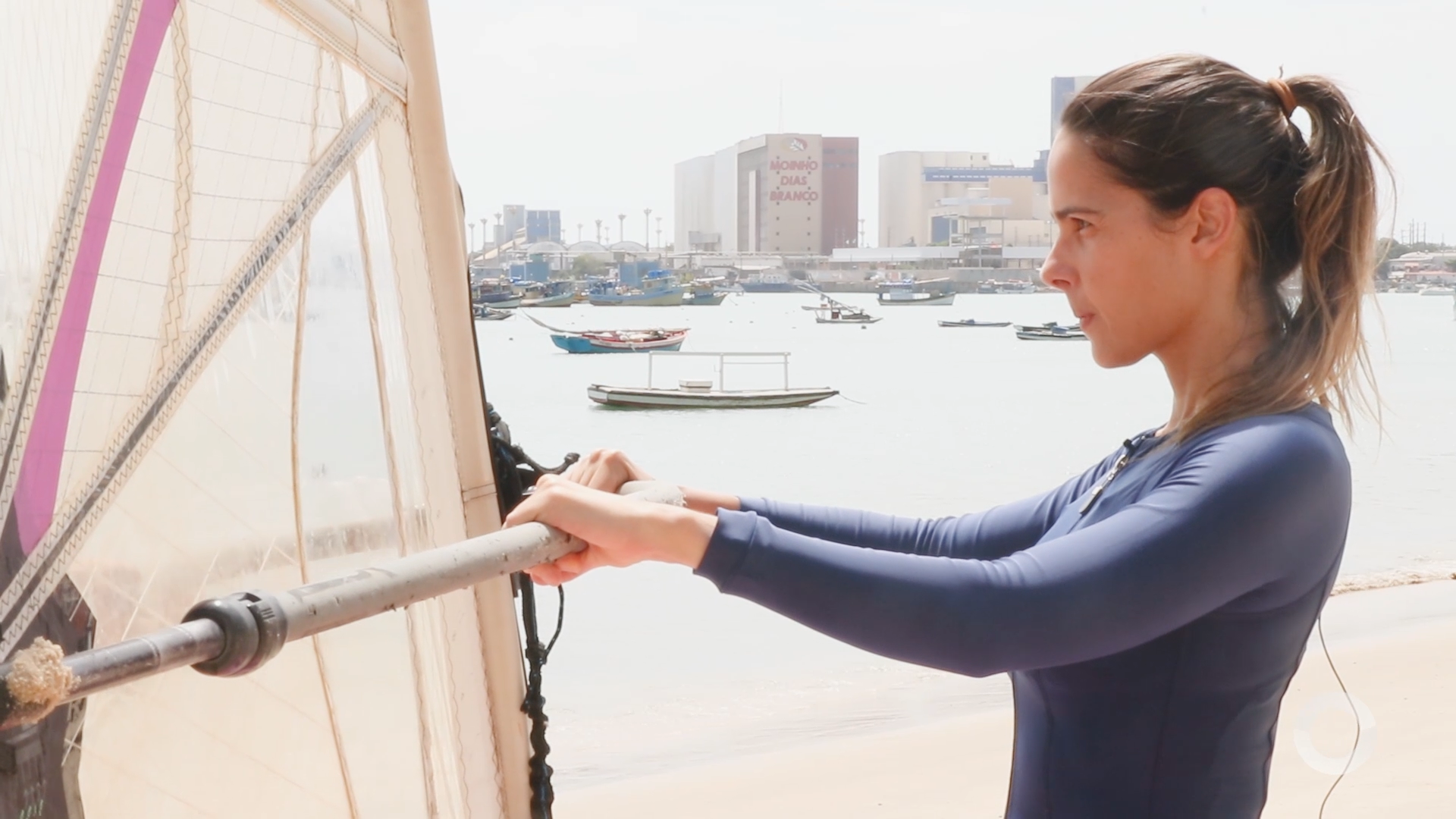 Costume Saudável – Joana Ramalho experimenta aula de Wing Surf