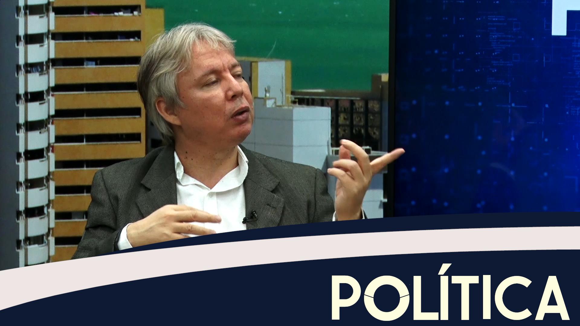 Política entrevista consultor político Luiz Cláudio